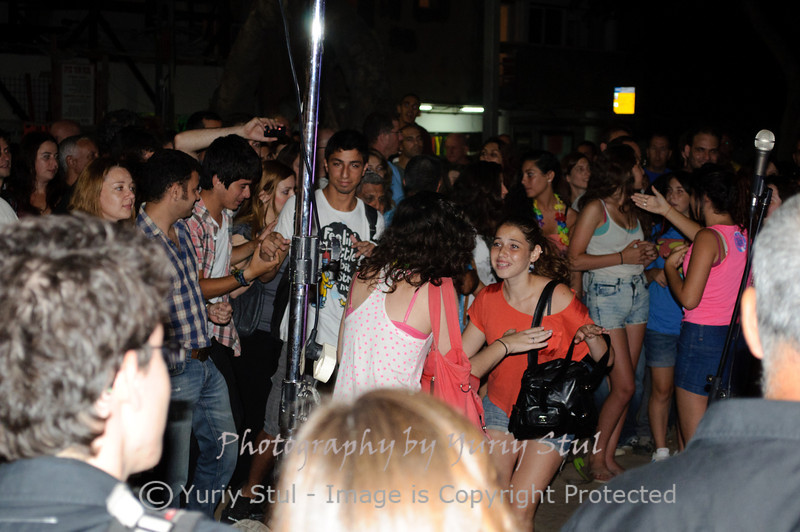 White night in Tel Aviv. Dancing near a jazz band.