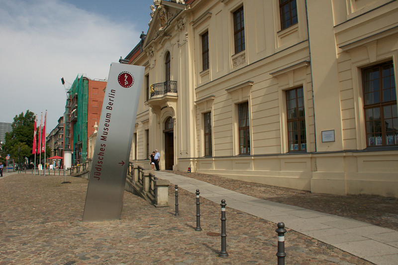 The entrance to the museum is through an 18th century Baroque building that is next door to the very modern zinc-walled zig-zag building.