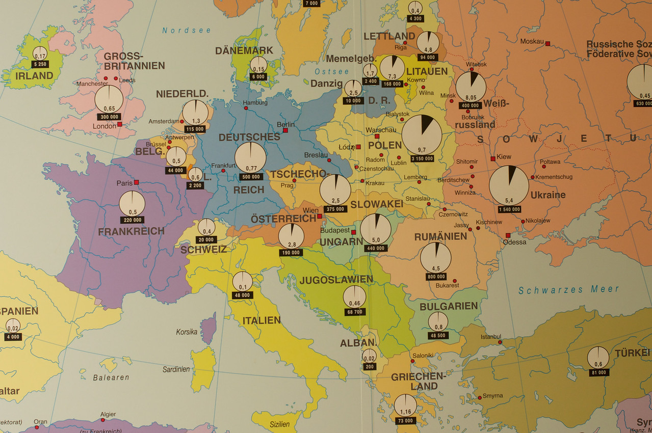 Map of Jews Throughout Europe Each white circle states ercentage of Jews living in each city-country Less than 1% in Germany.