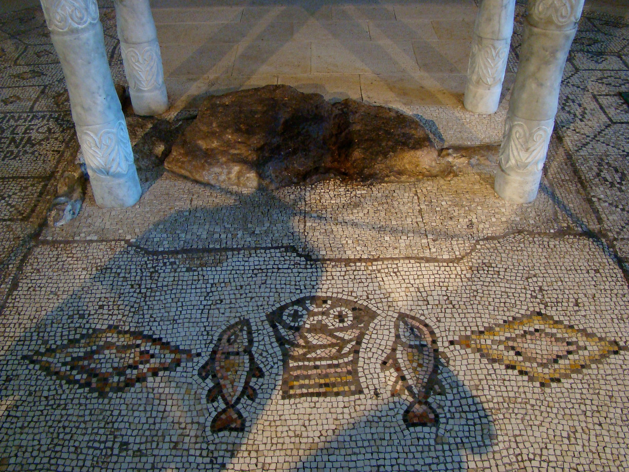 Altar Floor-Fish & Loaves(Shadows=People Praying (1)