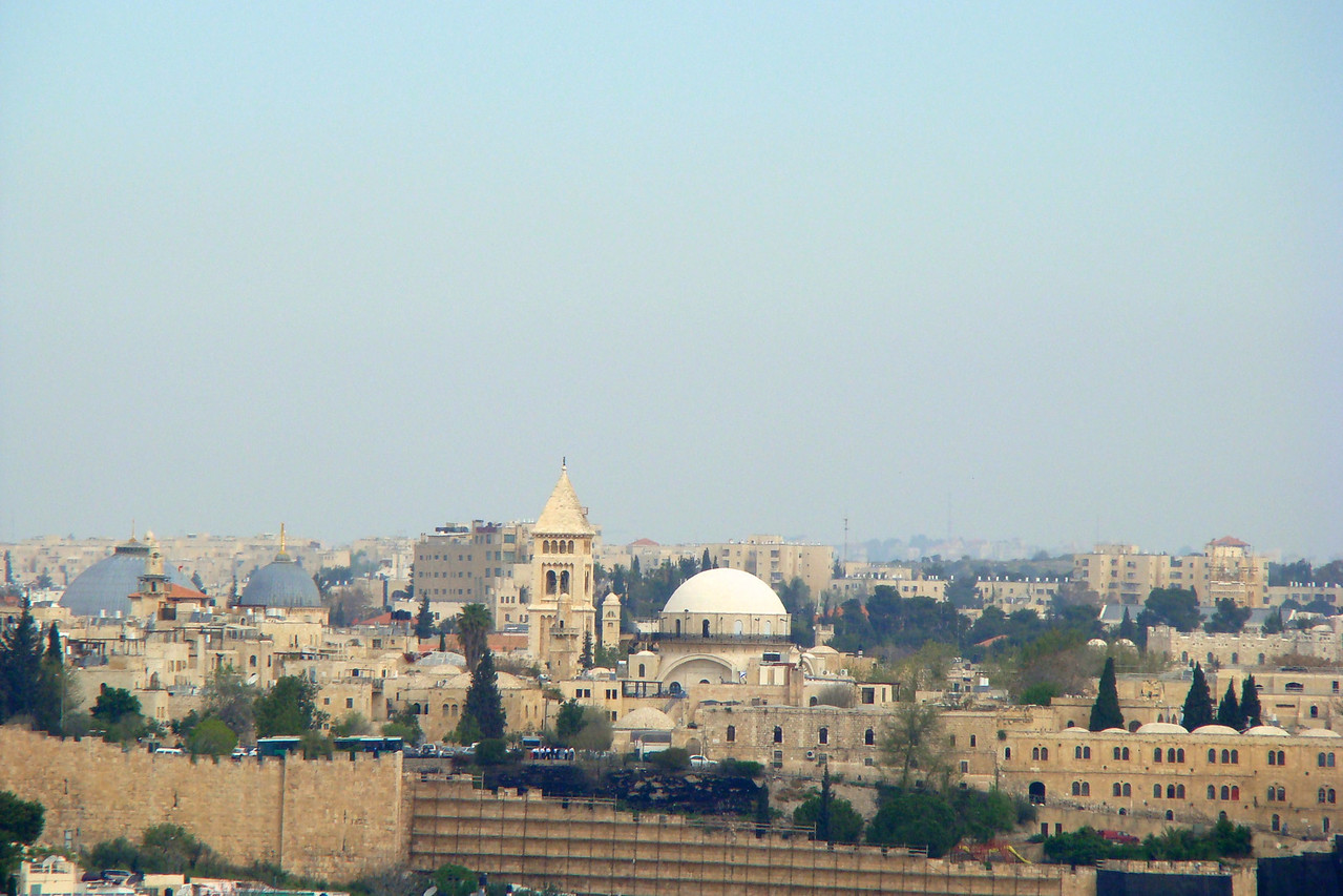 White Dome Horva Synagogue, Church of Holy Sepulcher to the left