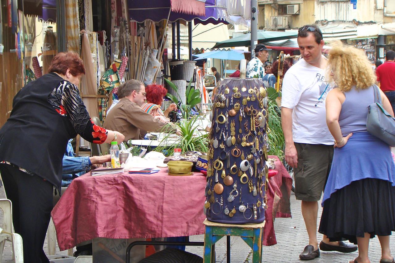Nachalat Binyamin-Shoppers