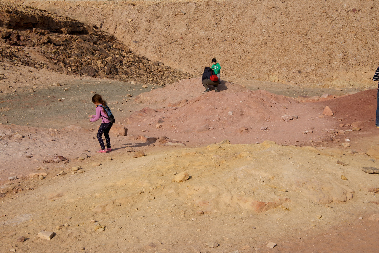 Visitors who wishe to take home a nice and colorful souvenir from the crater should bring with them a capped glass bottle in which to collect the sand stone in its various colors