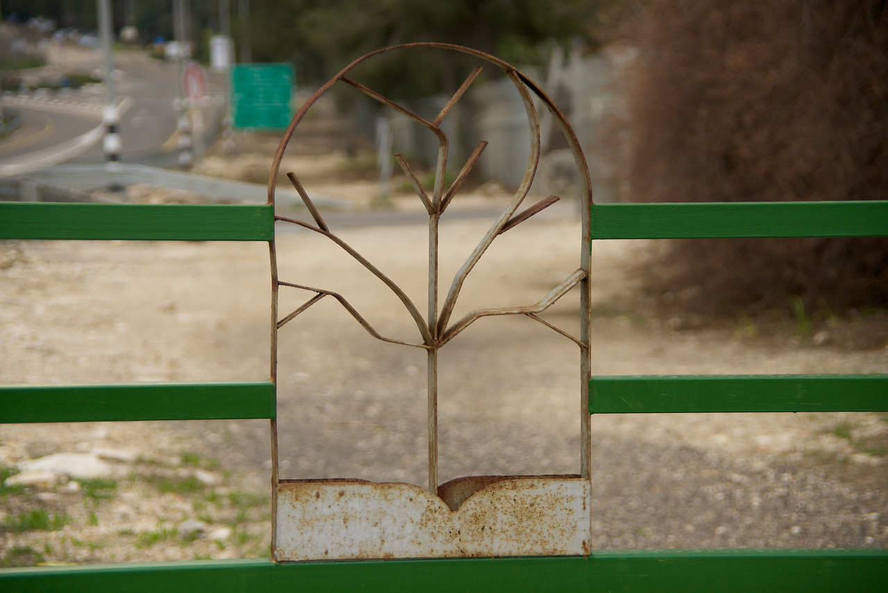 Liked The Artistic Sculpture On The Fence