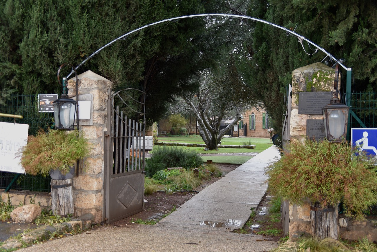 Entrance to Dubrovin Farm