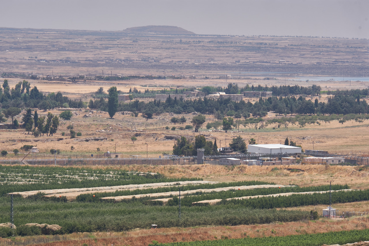 sraeli checkpoint and Syria from Kunetra Outlook.