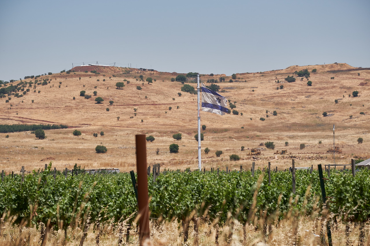 Syraians flew a large flag on the other side of the hill. Israel countered with their own large flag.