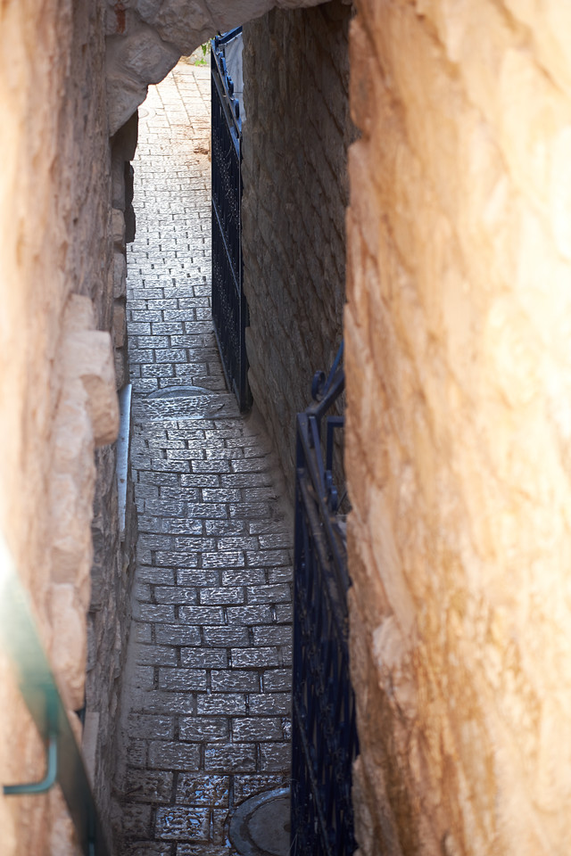 Simtat HaMashiac, The Messiah's Alley, the narrowest of all Tsfat's alleys.
