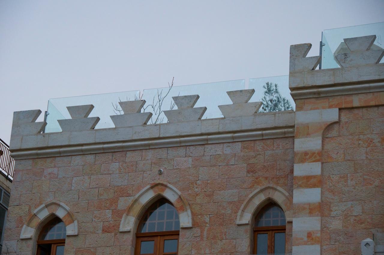 Plexiglass Fence on Roof Patio
