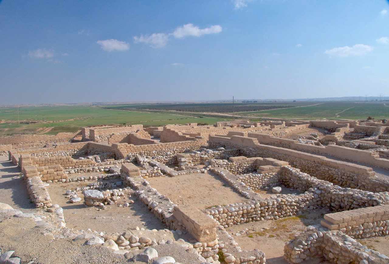 Houses, storehouses, and the governor's palace have been found dating from around the 8th century BCE. Opposite the storehouses lie the remains of the Roman fort from the 2nd and 3rd centuries CE, which had smooth pavement.