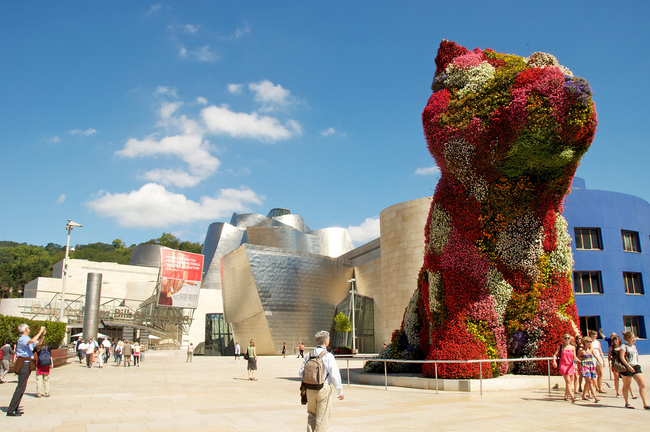 """Puppy"" consisting of flowers was created by the US-American artist Jeff Koons"