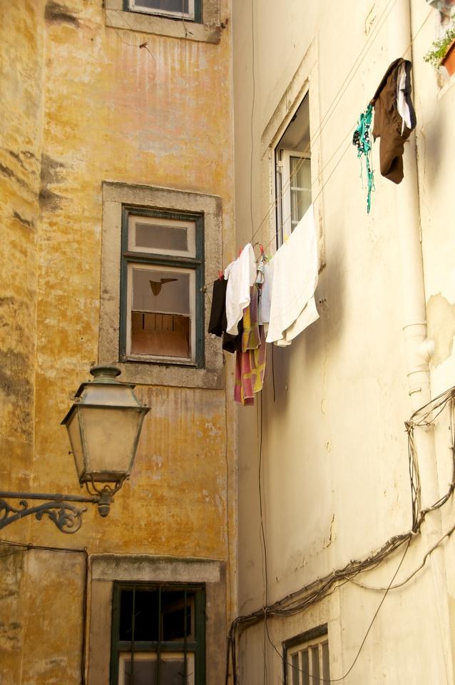 Beginning of Rua Da Judiaria…Typical Scene