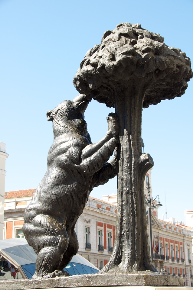 El Oso y El Madrono   the female bear (symbolizes the fertile soil of madrid) and the Madrono Tree (symbolizes the aristocracy)
