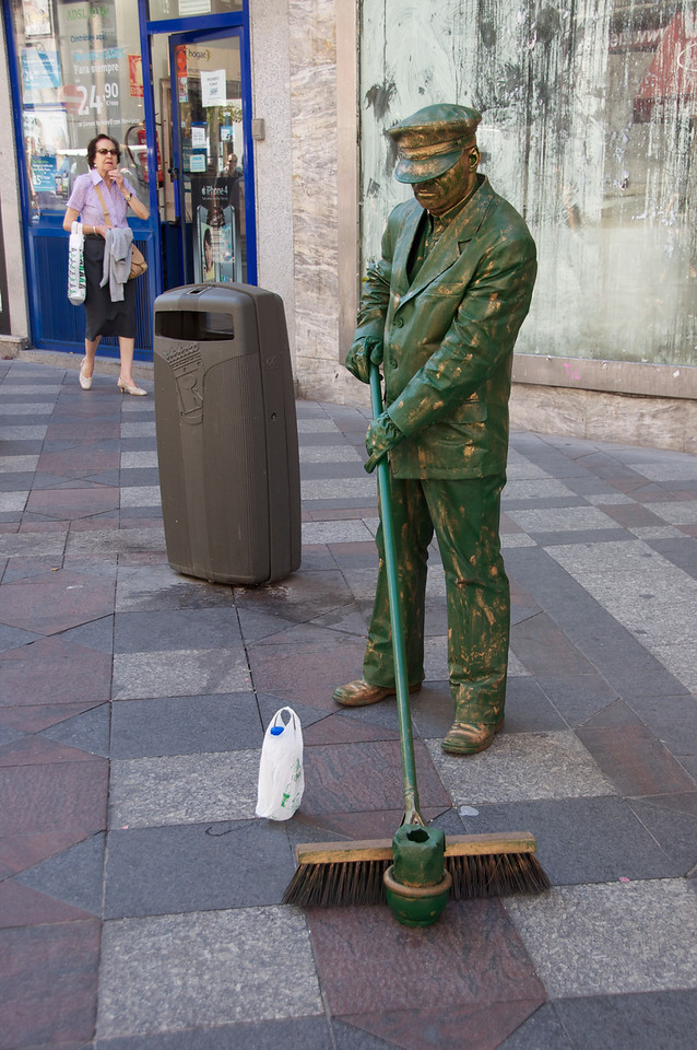 Another Street Mime…Spots Are First Come First Serve vs  Barcelona Where The Spots Are Reserved-Assigned