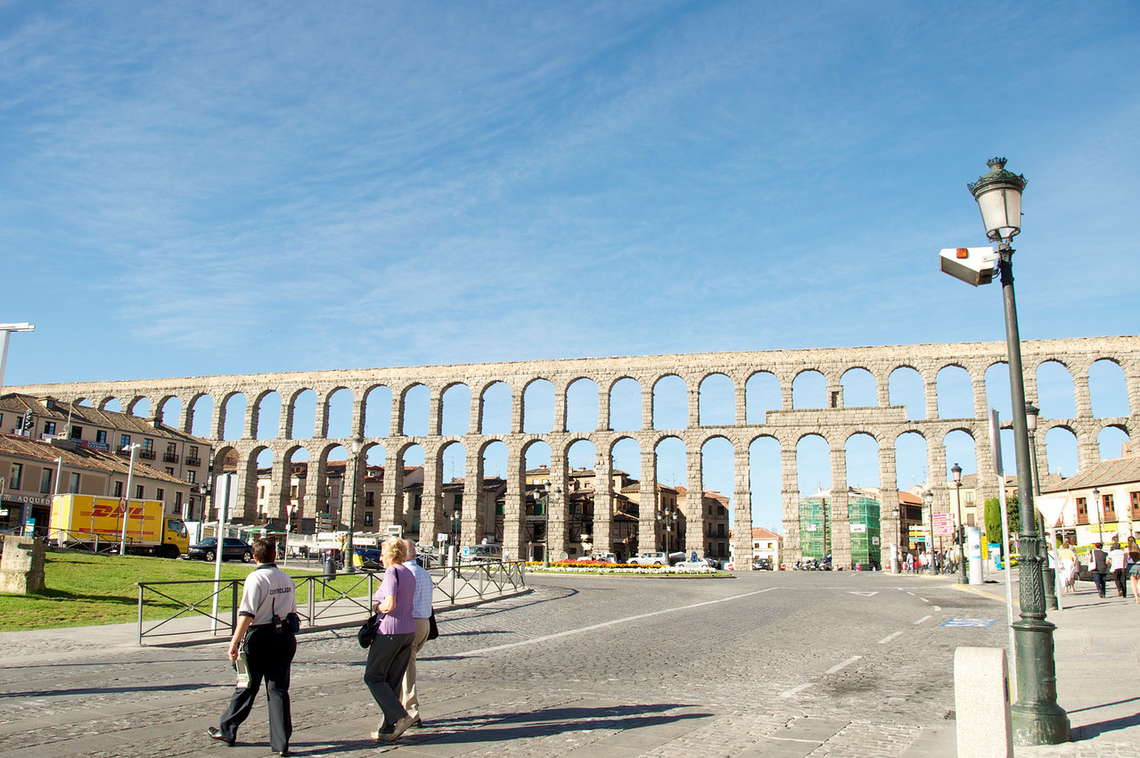 Largest View of Aqueduct