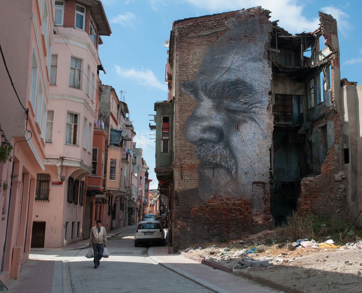 Faces of Istanbul Installation