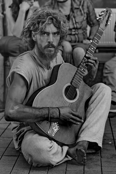 Street musician, Istıilal Cd., Beyoğlu, Istanbul, Turkey