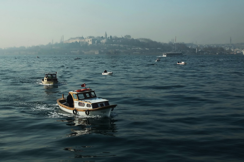 Fishing boats at the mouth of the Bosphorus with the Saray Burnu (Topkapı Palace) in the background.