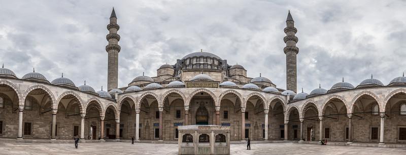 Courtyard of the Süleymaniye Mosque.