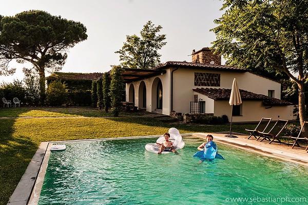 Servizio fotografico di famiglia in Toscana, nella campagne del Chianti a San Casciano Val di Pesa