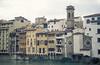 Casas en la rivera del rio Arno