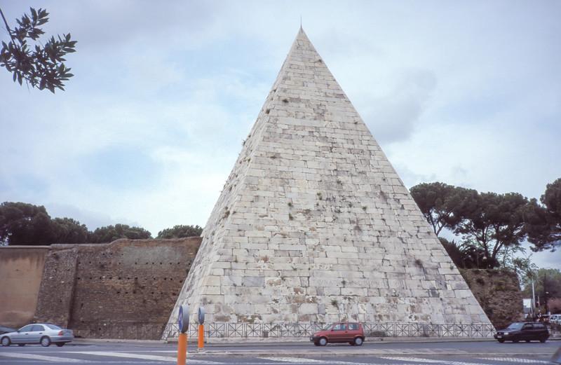 Pirámide Cestia