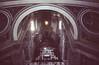 Toma hacia el interior de la basílica
