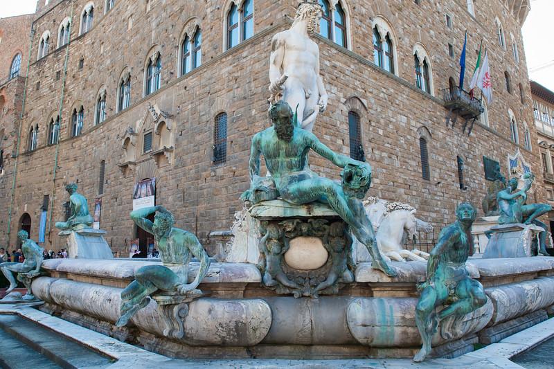 Neptune Fountain and Palazzo Vecchio in Piazza di Signona