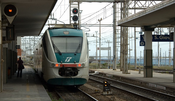 ME26, Villa San Giovanni, 12 September 2007   'Minuetto Electric' three section, low floor EMU (class ALe 501).  Built by Alstom, the 100 strong class was introduced in 2004 to replace class ALe 803 on low density routes.  Here are two shots.