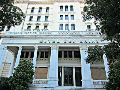 """Das (ehemalige) Hotel des Bains, Schauplatz der Verfilmung von Thomas Manns """"Der Tod in Venedig"""". Nun leer stehend. Es sollen Ferien-Eigentumswohnungen daraus gemacht werden. Eine Legende ist damit zu Ende."""