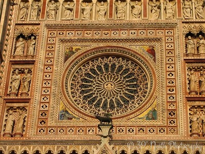 The rose window, 1354-80. Christ's head in the center is surrounded by marble decoration; the corners of the rose window feature the western Doctors of the church: (top left, clockwise) Pope Gregory the Great, Jerome, Ambrose, Augustine.
