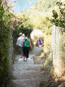 Cinque Terre trail, arriving in Monterosso