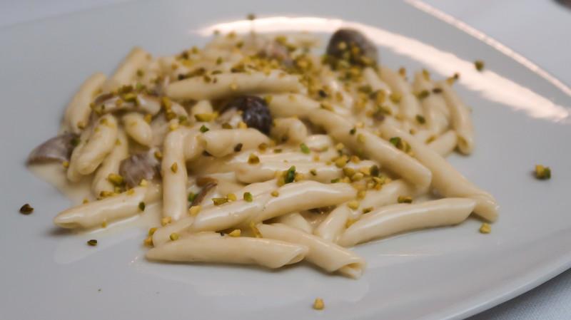 Eating Materan pasta at La Grotta de Sassi.