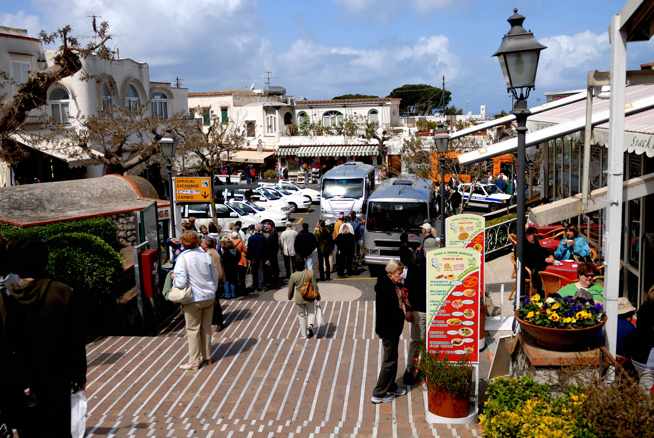 The square at Anacapri filled with buses and taxis
