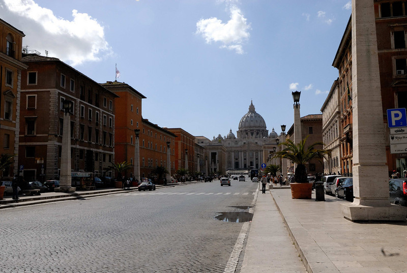 St Peter's as seen from the Via Del Conciliazione