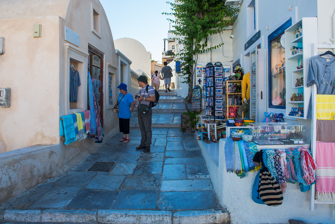 Shopping Santorini