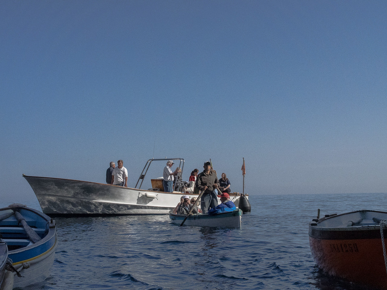 People being taken from motorboats (motoscaffisti) to row boats for trip into the grotto