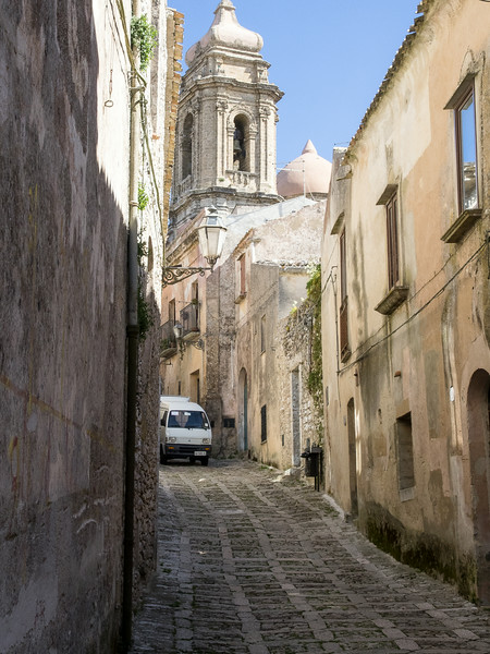Erice street scene - roads are slightly wider than a car