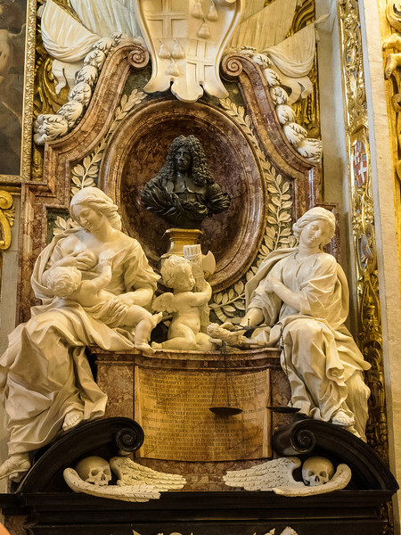 Tomb of Grand Master Raimundo De Perellos y Roccaful - Chapel of Aragon