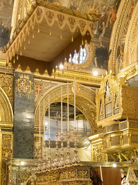 Nave of St. John's Co-Cathedral. Altar, Candlesticks & Baldacino - a field of silver and gold