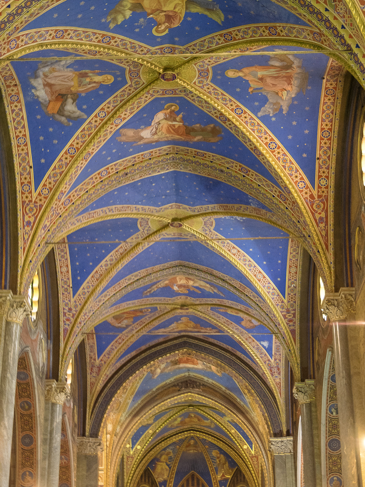 Santa Maria Soprano Minerva built on the remains of a Temple of Minerva. 1280 Gothic vaulting of the empyrean heaven with the Apostles and Doctors of the Church
