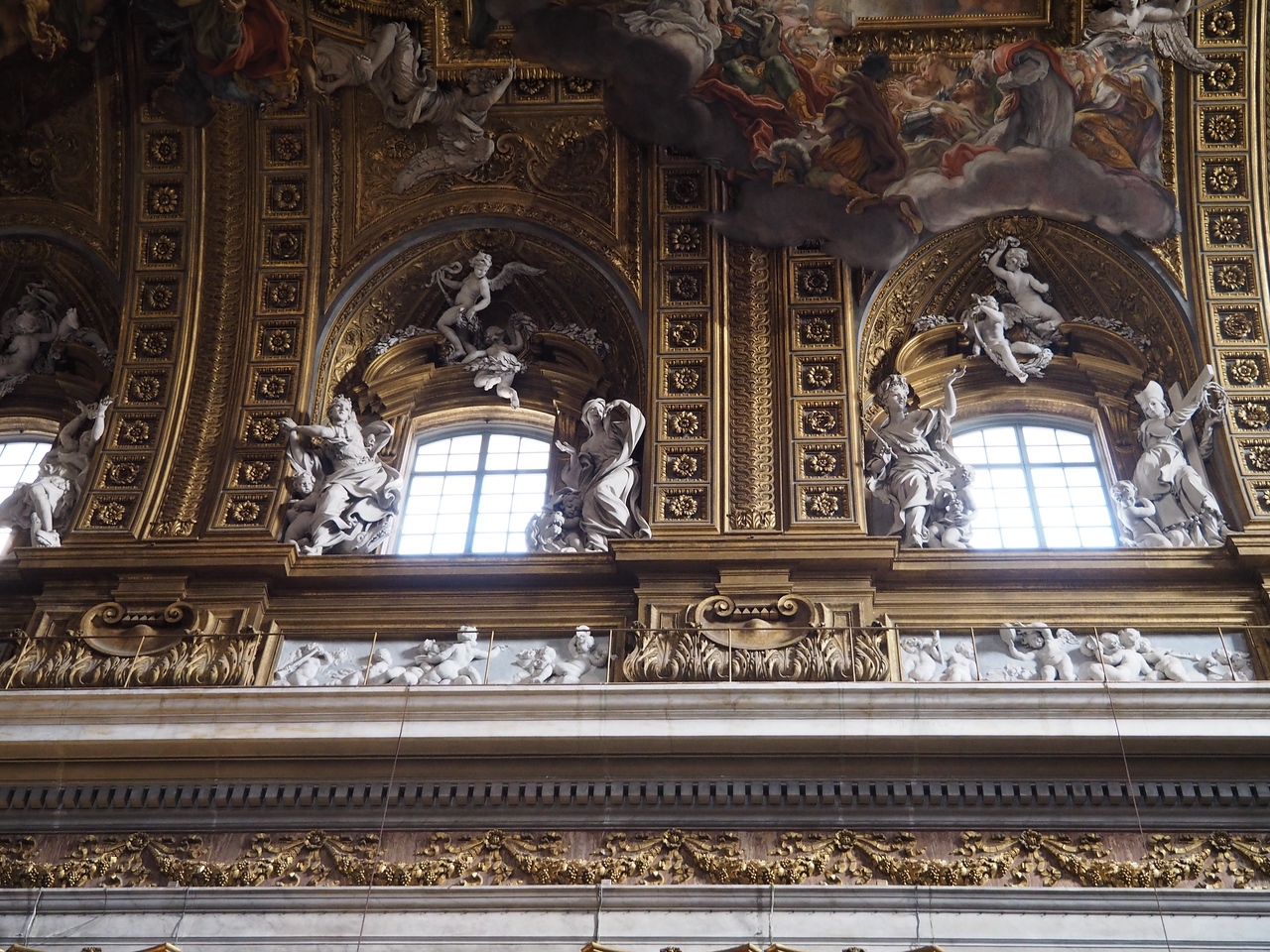 Vault of Il Gesu with gilding and sculpture