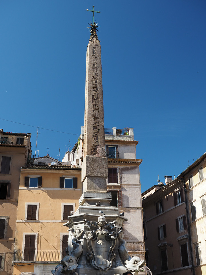 Piazza de la Rotonda - Fountain given by the pope surmounted by an Egyptian obelisk