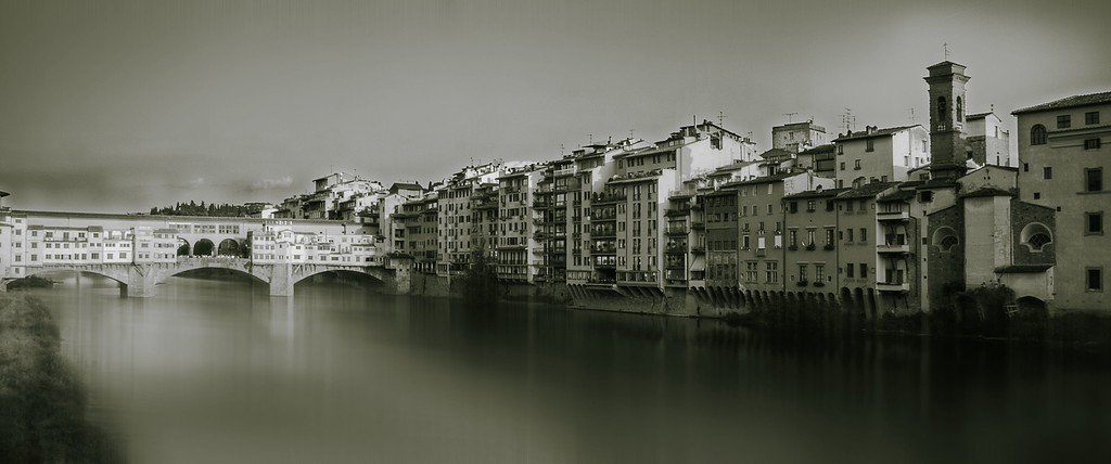 River Arno; Ponte Vecchio; Florence; Tuscany; Italy