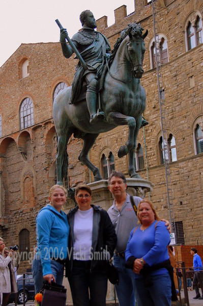 That's my brother Shelby, his wife Selina (on the right), Kat and Rosie. It was Shelby, Kat and Rosie's first trip to Firenze - they all loved it.  No surprise really.