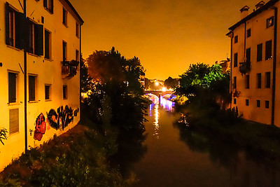 Padua, grafitti, night image