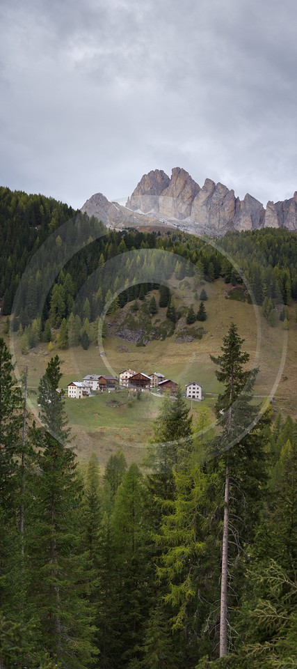 Castello Passo Valparola Berg Dorf Dolomiten Wald Eis Photography Outlook Royalty Free Stock Images - 005404 - 17-10-2009 - 3937x8850 Pixel