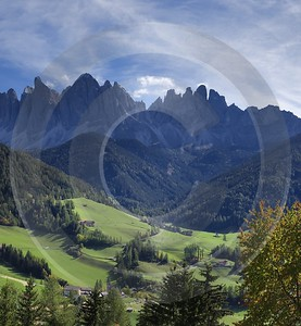 Colle Villnoess Tal Geislergruppe Dolomiten Berg Wald Baum Fine Art Photography For Sale Fine Art - 004881 - 11-10-2009 - 6509x7060 Pixel