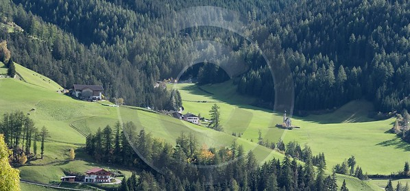 Colle Villnoess Tal Dolomiten Berg Sankt Johann Wald Image Stock Fine Art Photography For Sale - 004879 - 11-10-2009 - 8562x3987 Pixel
