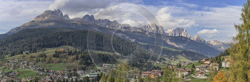 Moena Village Autumn Tree Color Dolomites Panorama Viepoint Fine Art Fotografie Shore Creek - 025478 - 16-10-2018 - 22384x7315 Pixel